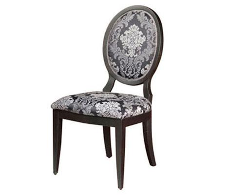 12_11 - כסאות עץ