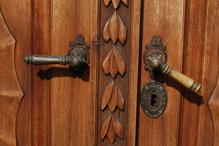 דלת פנים מעוצבת מעץ מלא