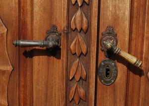 דלתות עץ מעוצבות